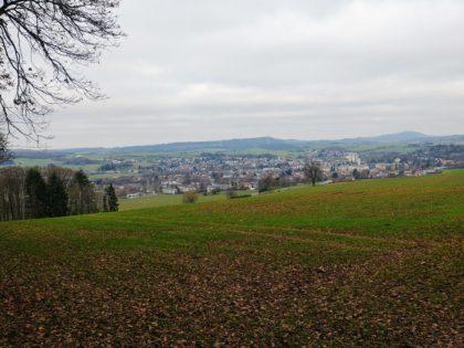 Blick über Lebach; im Hintergrund rechts der Schaumberg