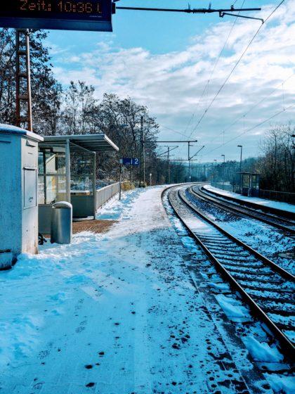 Am Bahnsteig von Hofeld