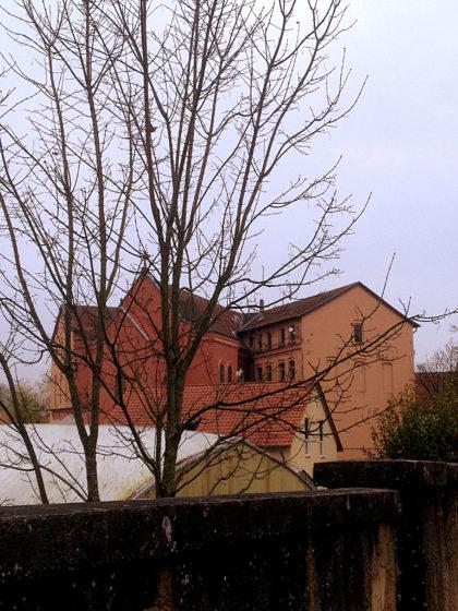 Das Missionshaus aus der Entfernung