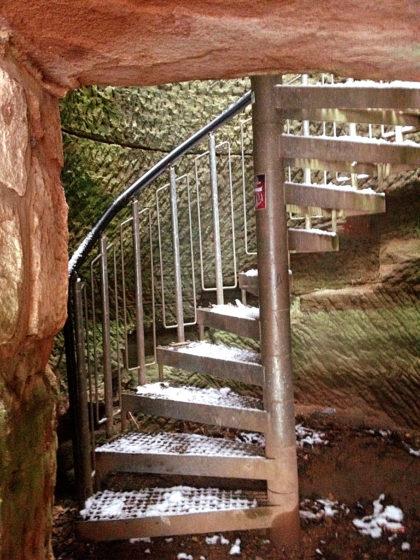 Während ich die Ruine besichtige, überlege ich, ob ich nicht einfach die Schlossbergtour machen soll statt durch das zu erwartende Wetterchaos bis nach Lautzkirchen zu wandern