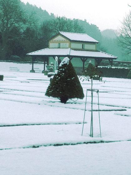 Der Regen spült den Schnee allmählich weg