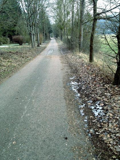 Asphaltweg an der Nied entlang