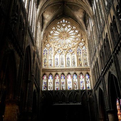 """Wegen ihrer Glasmalereien hat die Kathedrale auch die Bezeichnung """"La lanterne du Bon Dieu"""""""