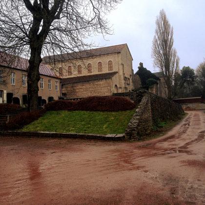 ...zur Kirche St.-Pierre-aux-Nonnains, dem ältesten noch erhaltenen Kirchengebäude Frankreichs
