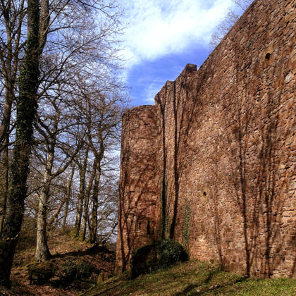 Um die Burg herum