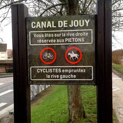 Radfahrer müssen die andere Seite des Kanals benutzen