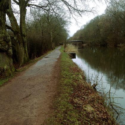 Der Weg am Kanal vorbei führt nach Jouy-aux-Arches und wieder zurück