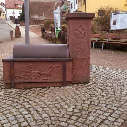 Der Hangarder Dorfbrunnen, der eigentliche Startpunkt des Brunnenpfades