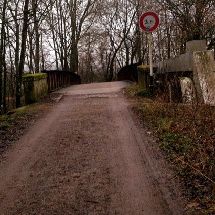 Ich verschwende keinen Gedanken mehr an Umwege abseits des Kanals, denke sozusagen von Brücke zu Brücke