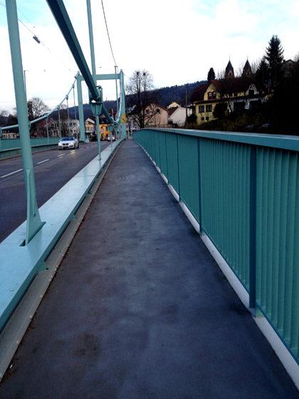 Und wieder über die Brücke hinüber
