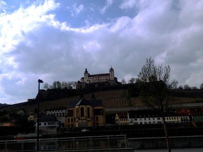 """Die Festung Marienberg auf der """"anderen"""" Mainseite"""