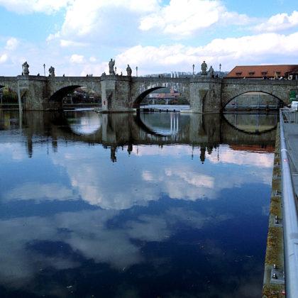 Ma Main entlang Richtung Alte Brücke