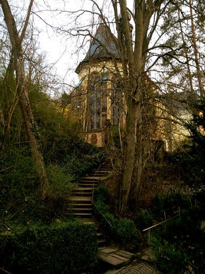 Treppe hinauf zur Kapelle