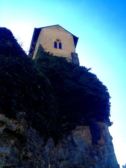 Das Schloss (fast) aus der Froschperspektive.