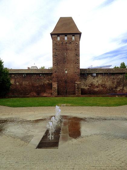 Teil der ehemaligen Stadtbefestigung, die z.T. noch aus römischer Zeit stammt