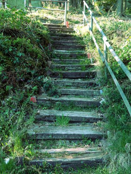 Stufen hinauf zum Härtgeslay