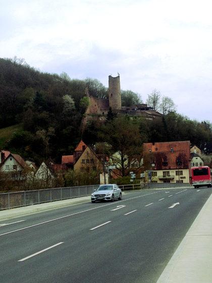 Amkunft Gemünden mit Blick auf die Scherenburg