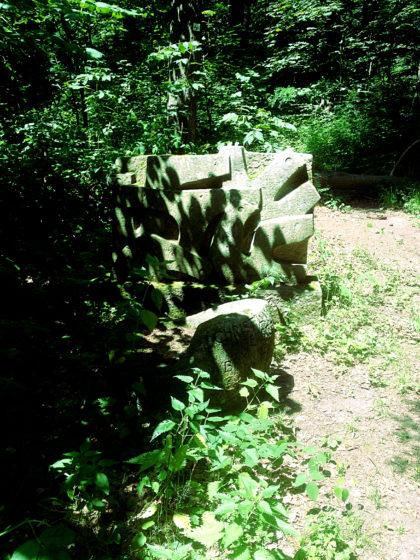 Eine Skulptur am Wegesrand