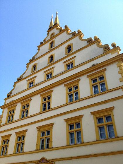 ...zum Seinsheimschen Schloss auf dem Marktplatz