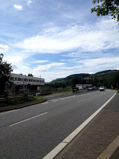 ...an der Landstraße entlang nach Simmertal