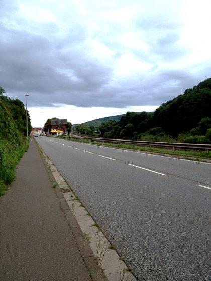 Landstraße zwischen Simmertal und Martinstein, nur noch ein paar Hundert Meter bis zum Bahnhof