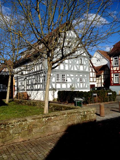 An alten Fachwerkhäusern besteht in Erbach kein Mangel