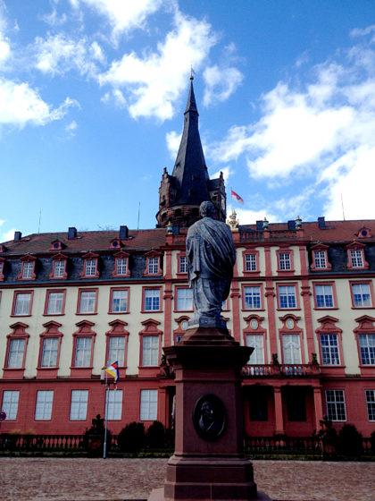 Denkmal des Grafen Franz I. und Schloss Erbach