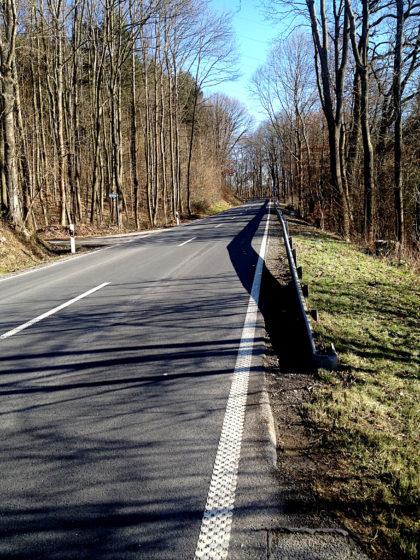 Zweite Schleife des Panoramaweges und mal wieder überquere ich eine Landstraße