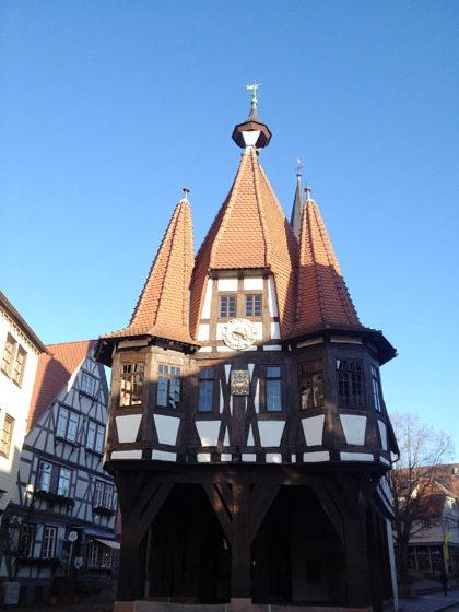 Das im 15. Jahrhundert erbaute historische Rathaus von Michelstadt