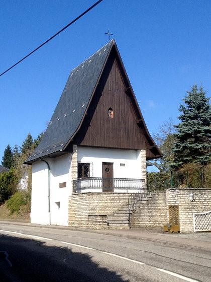 Ich biege kurz vom Jakobsweg ab, um mir diese Kapelle anzusehen