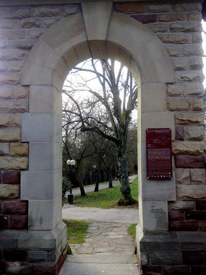 Eingang zum Park des Burghofs