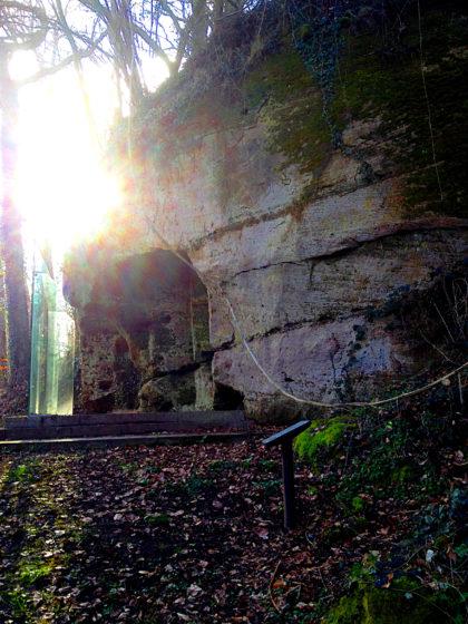 Eine Grotte samt Heiligtum aus gallo-römischer Zeit