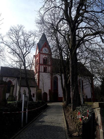 ...Bergkirche, die aus einer merowingischen Kapelle entstand