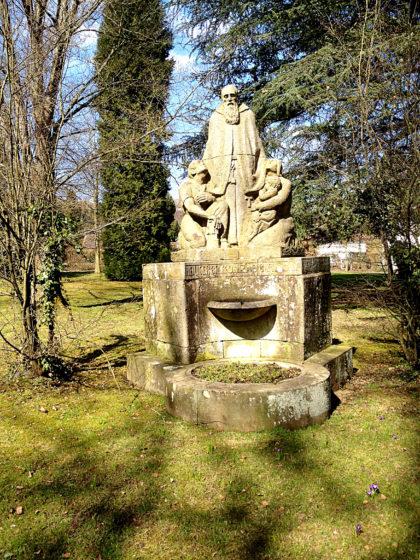 Bruder-Konrad-Brunnen im Garten des Wallfahrtsklosters Blieskastel