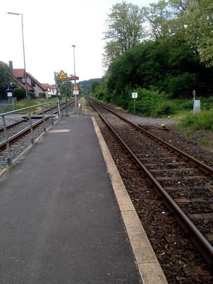 Bahnsteig in Kleinwallstadt, der Endpunkt der Etappe