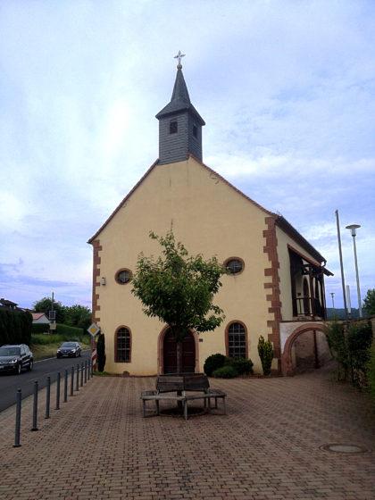 ...wo sich Wallfahrtsstätte Nr. 13 befindet, die Maria-Schnee-Kapelle