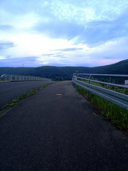 Noch diese Brücke, dann bin ich so gut wie da