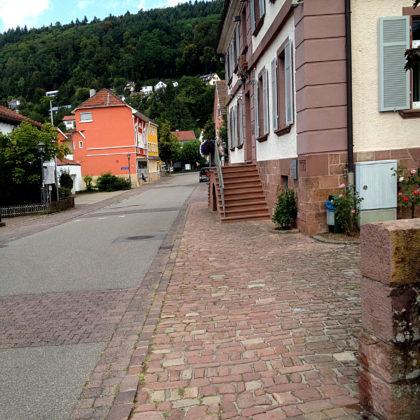 Wir wandern durch die nicht gerade belebten Straßen Neckargerachs