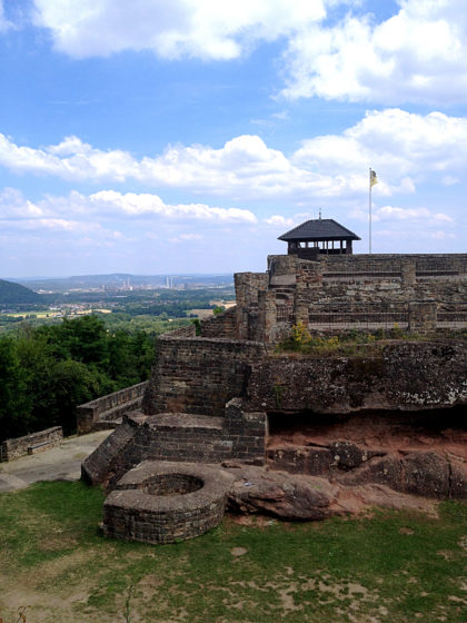 Die Teufelsburg, erbaut Mitte des 14. Jahrhunderts