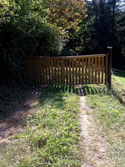 Ein verschlossenes Tor versperrt mir den Weg
