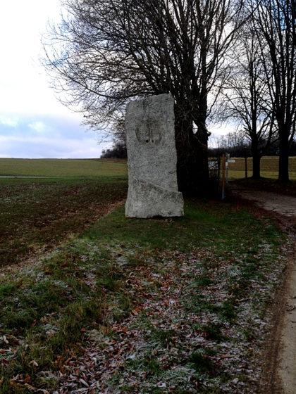 Skulptur am Wegrand