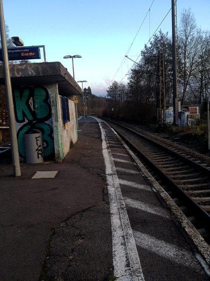 Zurück auf dem Bahnsteig in Fremersdorf