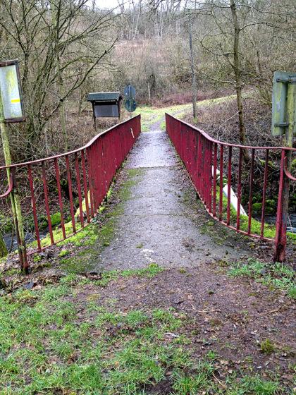 Eine Brücke über den Ihner Bach