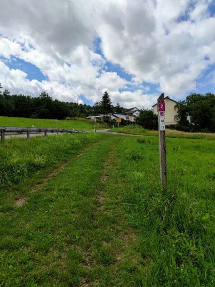 Kilometer 2 - am Ortsrand von Menningen