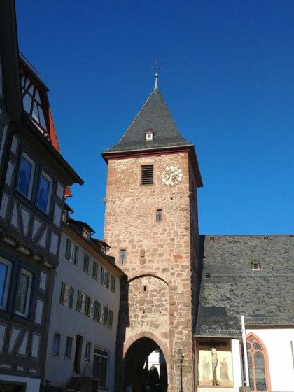 Der zur Kath. Pfarrkirche gehörende Torturm, der wesentlich älter ist als die Kirche selbst