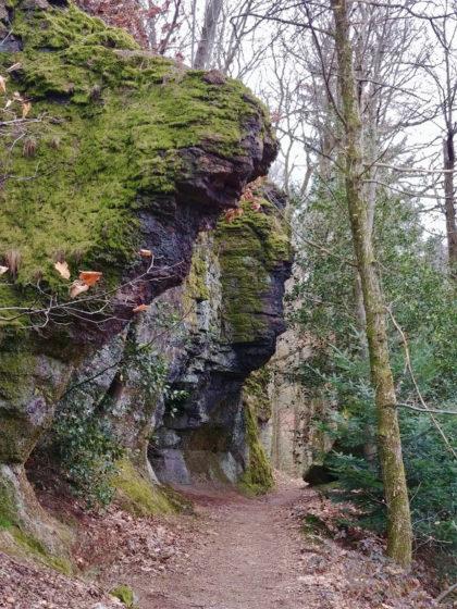 Ab und zu noch ein Felsen am Wegrand