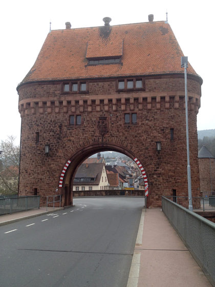 Das Torhaus an der Mainbrücke