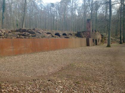 Ruine der Orangerie von Schloss Karlsberg, das 1793 von französischen Truppen niedergebrannt wurde