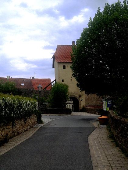 Sulzfeld hat 21 Türme, hier das Erlacher Tor
