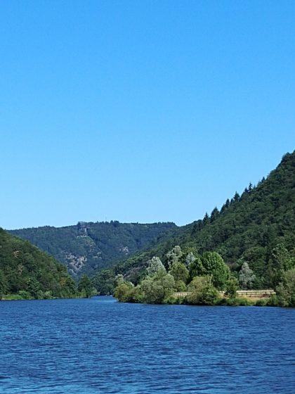 In der Ferne kann ich sogar schon die Cloef und den Baumwipfelpfad oberhalb der Saarschleife sehen
